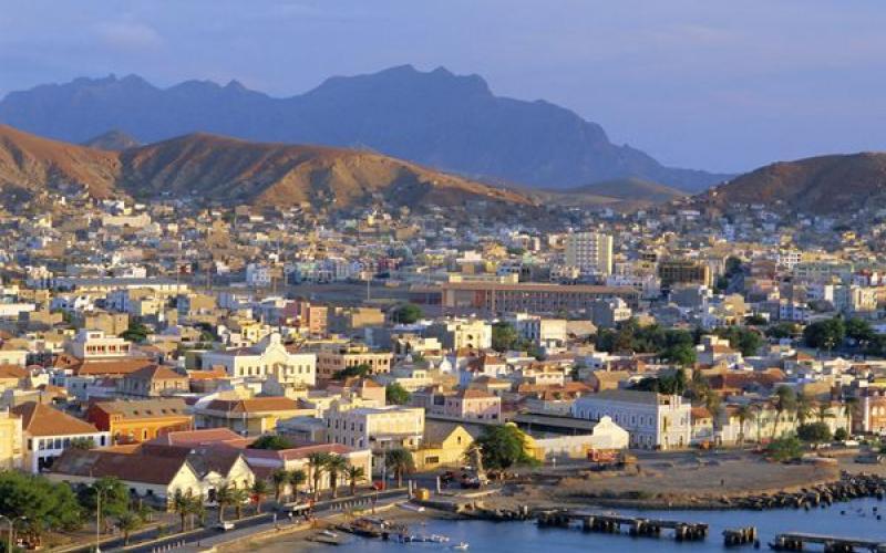 e5c46c7dced2 Cabo Verde: Uma oportunidade única de eleger uma mulher como chefe ...