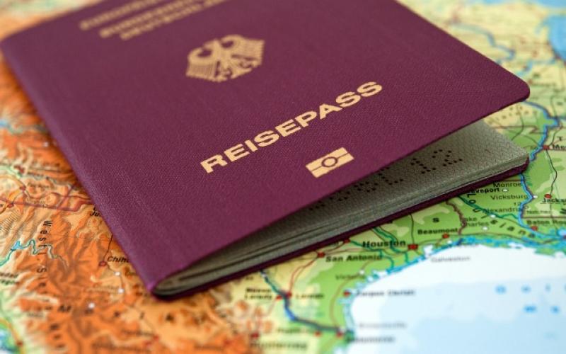 Une Petite Histoire Du Passeport Notions Europeennes Critiques Sur